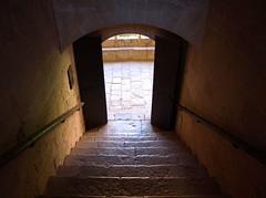 Escaleras (PacoQT) Tags: old espaa contraluz spain madera paco arco monasterio cisterciense antiguo subida catalua tarragona escaleras piedra puertas bajada creus santes peldaos quiles barandillas pacoqt