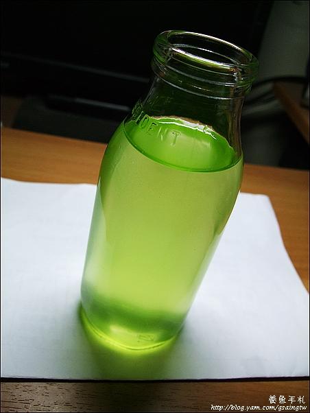 牛奶罐培養米蚤-3加入食物-綠水