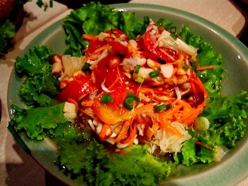 Mushroom som-tam salad