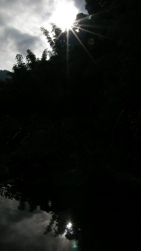 30.池水及日出的剪影