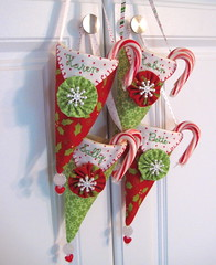 Pennie Pocket Christmas (Happy Zombie) Tags: christmas holiday cute pattern candy craft fabric cotton craftproject pennant sewingproject pennants nosegay freepattern penniepockets wasfeaturedonexplore