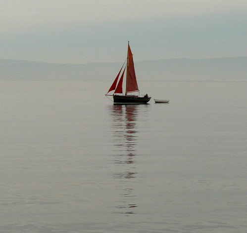 Yacht & reflection 25Dec08