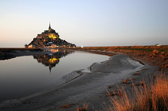 France - Normandie / Bretagne - Le Mont Saint-Michel (Thierry B) Tags: blue monument religious photography photo frankreich brittany dusk dr breizh unesco bleu 2008 crpuscule normandy francia reflets religions unescoworldheritage magichour manche sacr normandia  bzh  baiedumontsaintmichel abbaye saintmichaelsmount spirituel aaaaa spiritualit celte photographies  celtique  bassenormandie pontorson  breiz normanda   patrimoinemondial  monumenthistorique cooliris armorique php   lheurebleue   westeurope sirituality   thierrybeauvir beauvir lesensdusacr wwwbeauvircom cpuscule droitsrservs   visipix 20081223   heuremagique patrimoinemondialdelunesco communautdecommunesdepontorson