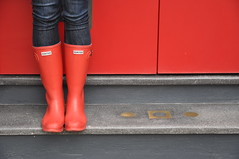 Simply red (Ann McLeod Images) Tags: city red standing nikon legs boots steps sydney emma australia reddoor explore chow bluejeans wellies frontpage redboots crownstreet d90 hunterwellies nikond90 huntergumboots