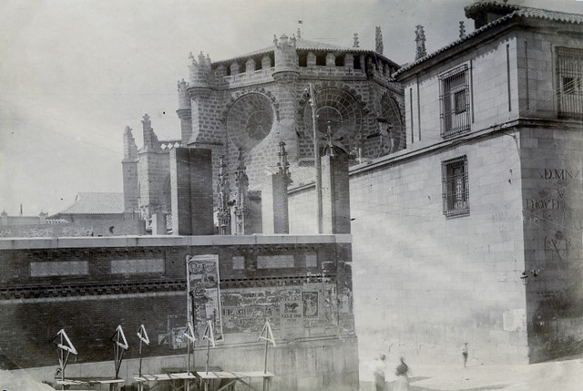 Mercado municipal en construcción en la Plaza Mayor en junio de 1905. Fotógrafo anónimo. Colección Luis Alba. Ayuntamiento de Toledo
