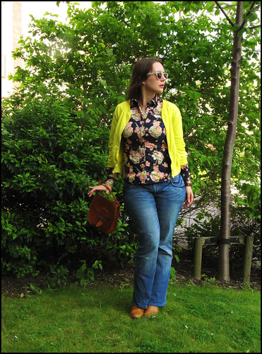 florals, jeans and yellow