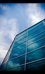 NYC (Cyrielle Beaubois) Tags: newyorkcity blue windows sky usa newyork macro reflection clouds canon sigma bleu ciel nuage nuages fentre reflets 2011 polarisant 2845 1770mm eos400d sigma1770mmf2845dcmacro cyriellebeaubois