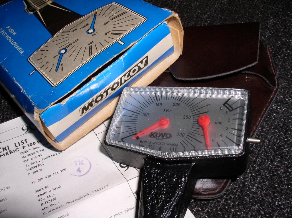 MOTOKOV branded KOVO tyre pressure gauge