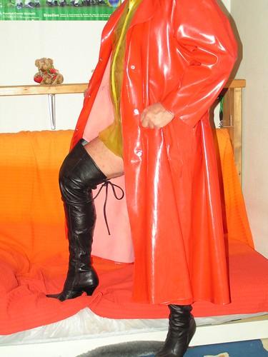 Roter lack mantel
