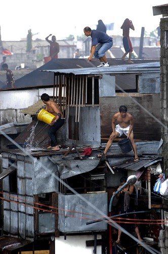 Pinoy Filipino Pilipino Buhay  people pictures photos life Philippinen  菲律宾  菲律賓  필리핀(공화국) Philippines   fire slum area manila city house men