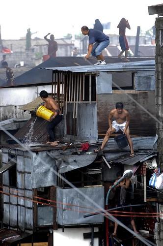 Pinoy Filipino Pilipino Buhay  people pictures photos life Philippinen  菲律宾  菲律賓  필리핀(공화국) Philippines   fire slum area manila city house men