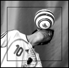 2 (vecinodelquinto!) Tags: freestyle 10 futbol balon realsociedad ltytr2 ltytr1 flickrlovers