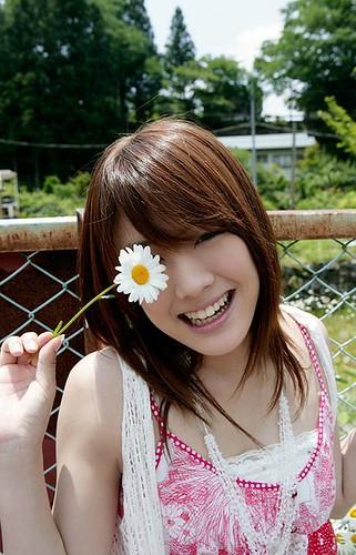 お花を持った福田沙紀