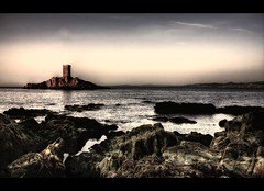 L'ile d'or (crymy) Tags: sea seascape france tower canon island coast raw hdr frenchriviera straphael 3xp canon1855is aplusphoto liledor canoneos40d ledramont crymy 40deurope franceseascape