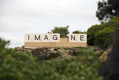 Una de las esculturas simulaba un Scrabble