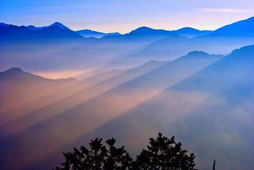 AliShan - Catching the First Beams of Sunrise.