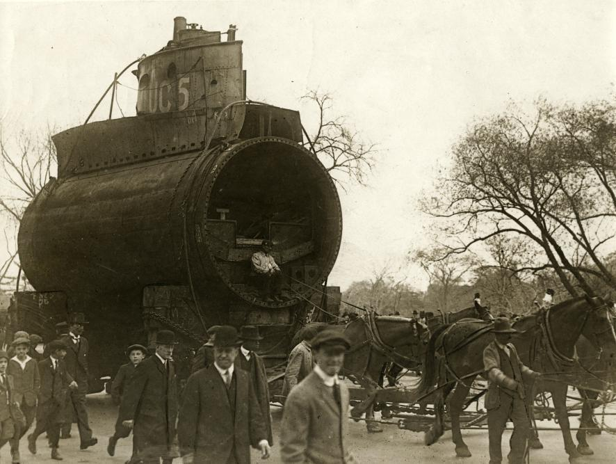 The Great War / First World War. Part of a German submarine in the streets of New York, United States of America, 1918.