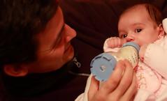 Training day (chausinho) Tags: baby bebe comer elsa biberon