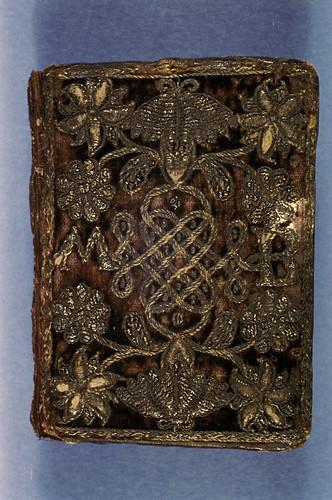 002-Devocionario-Hilos de plata con terciopelo en las juntas- año 1627