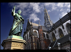 'A short and wild trip to... the Haarlem!' ;) (B'Rob) Tags: city travel blue light cloud streetart holland color building verde green art tourism church haarlem netherlands azul architecture photography photo yahoo google arquitectura nikon flickr symbol picture iglesia tourist colores best explore most cielo wikipedia holanda markt 1224mm kerk koster mejor grote epoca tradicin d300 coster brob explored guttemberg brobphoto