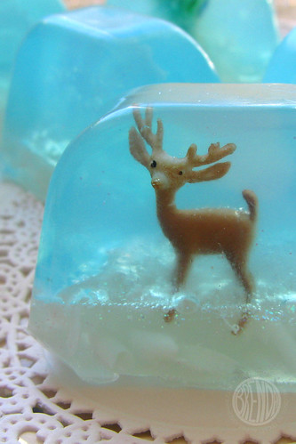 present for christmas: snow-globe soap tutorial, handmade soap