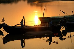 Dawn (Road Blog) Tags: morning sunrise fishing fishermen maharashtra fishingboats konkan vengurla goldensunrise sawantwadi