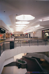 Woodfield, Schaumburg (ezeiza) Tags: film retail architecture mall illinois scan shoppingmall schaumburg shoppingcenter filmscan chicagoland woodfield jcpenney woodfieldmall taubman suburbanchicago regionalmall retailcenter taubmancompany