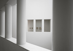 Gallery (Philipp Klinger Photography) Tags: white abstract art museum architecture modern germany deutschland high key gallery hessen frankfurt kunst highkey pillars der philipp minimalistic hesse mmk klinger modernen aplusphoto dcdead