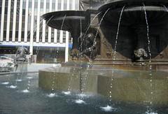 Rainbow on Fountain Square (elycefeliz) Tags: summer water agua eau wasser downtown sommer cincinnati zomer verano het dwr  t acqua  vatten sumar voda woda vand fountainsquare haf natsu  simmer  vanduo geniusofwater   zumer  geotaggedohio musimpanas fuentesfountains   xitin july2008