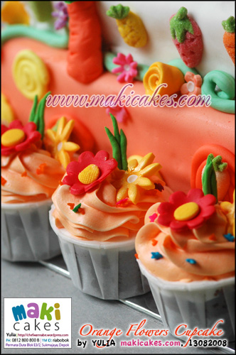 Orange Flowers Cupcakes_ - Maki Cakes