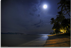 On the beach . . . (grantthai) Tags: ocean sea moon beach night stars long exposure taken lastday kohsamui midnight samui moonlight after hdr exposureblending holidaysvacanzeurlaub grantthai grantcameron