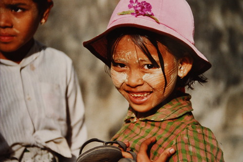 FREE MYANMAR 2012 - I give you my smile - Ich ...