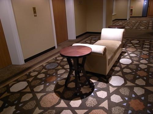 電梯前的休息椅