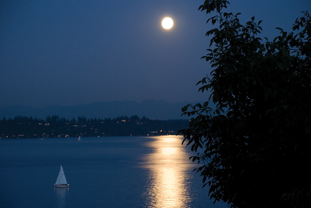 SAILBOAT-MOON