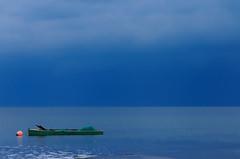 Esperando la tormenta... II (manel pons) Tags: sea boats boat mar barca tormenta catalunya barcas tarragona seas mares deltadelebre montsia deltadelebro larapita santcarlesdelarapita barquitas manolopons manelpons elsalfacs montsi