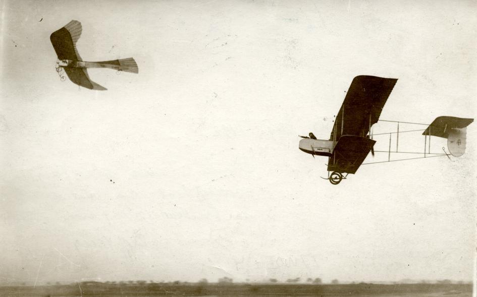 The Great War. First World War. German Taube-plane hunted down by a French plane with a machine gun. France, 1914.