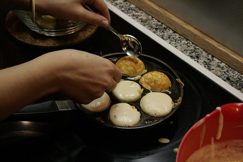 Turning æbleskiver