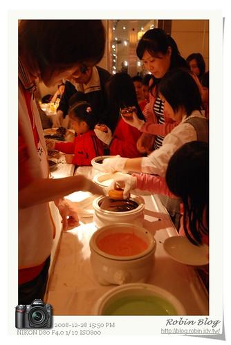 你拍攝的 20081228扶輪社_台灣新子愛在甜甜圈149.jpg。