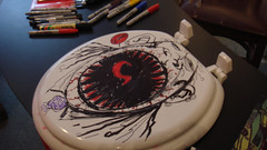 I DRAW ON TOILET SEATS