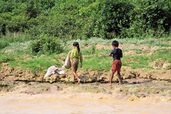 Tonle Sap_Children Walking (JFlewellen) Tags: water birds river children fishing cambodia tonlesap boaters commontern hardlife