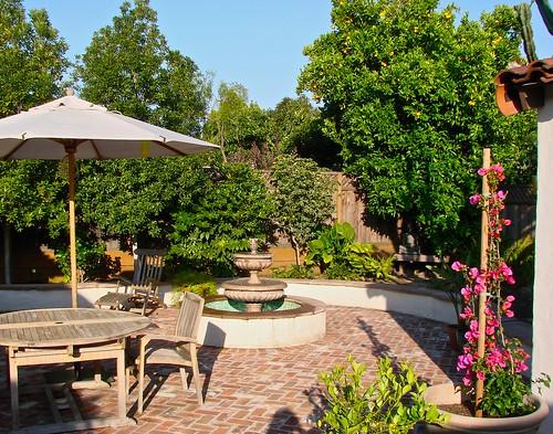 courtyard backyard