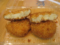 Mitsuwa Marketplace: Kuriyama hokkaido croquette - crab cream and corn (sliced)