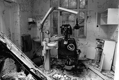 Cane Hill Mental Asylum - Dentist! (Ogof. (Mike McLean)) Tags: abandoned surrey lunatic asylum derelict mental coulsdon 1755mm urbanexplorers nikond200 canehill