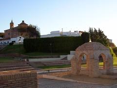 La Fontanilla con la Iglesia de San Jorge al fondo