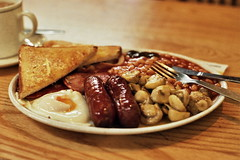 (bobby stokes) Tags: breakfast mushrooms bacon tea toast sausages friedegg bakedbeans fryup fullenglishbreakfast fullenglish