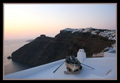 the old boat in firostefani.... (iwanna_fys) Tags: holidays santorini soe oldboat firostefani golddragon abigfave