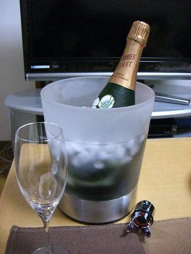 もらったワイングッズとシャンパン