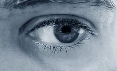 Luce nei miei occhi II - Oceano (Massy75) Tags: ocean bw eyes blu yeux occhio primopiano oceano allinone sopracciglia cil sourcil ciglia virato
