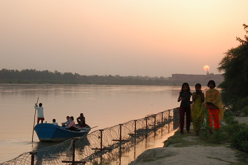 Puesta de sol en el rio Yamuna, Agra