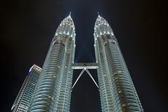 The Petronas (Discaciate) Tags: longexposure arquitetura architecture night skyscraper lights skyscrapers petronas perspective skybridge sharp clear malaysia kualalumpur klcc ptt petronastwintowers d300 sigma1020mm discaciate theworldstallestbuildingsfrom1998to2004